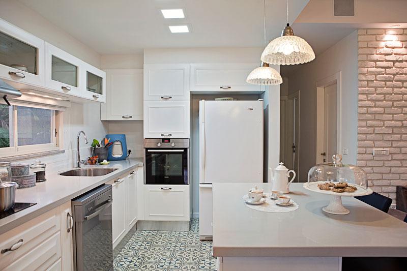 מוגבלים בתקציב שיפוץ המטבח ב 3 רמות מחיר שונות בניין ודיור