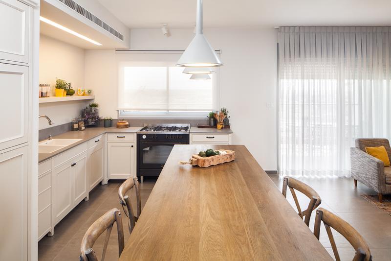 להפליא לכל חדר צבע משלו: שיפוץ דירת קבלן ביבנה | בניין ודיור PF-58