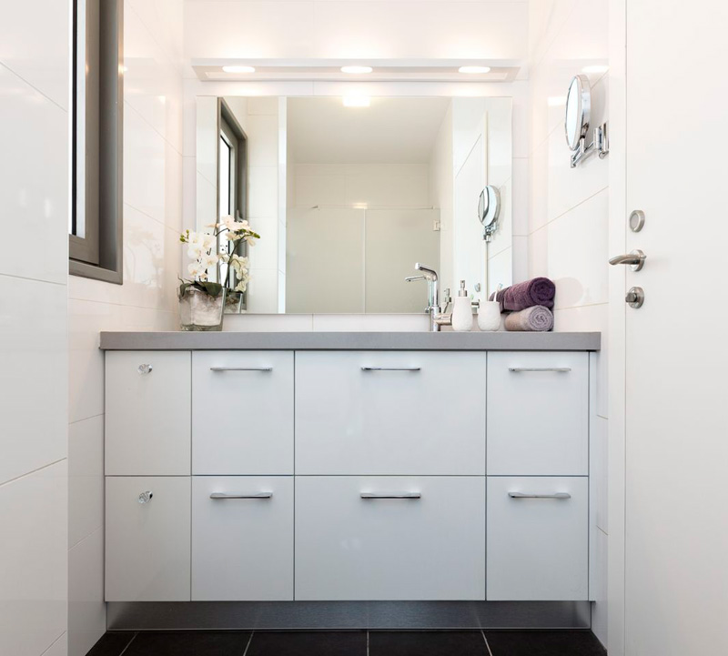- Design badezimmerschrank ...