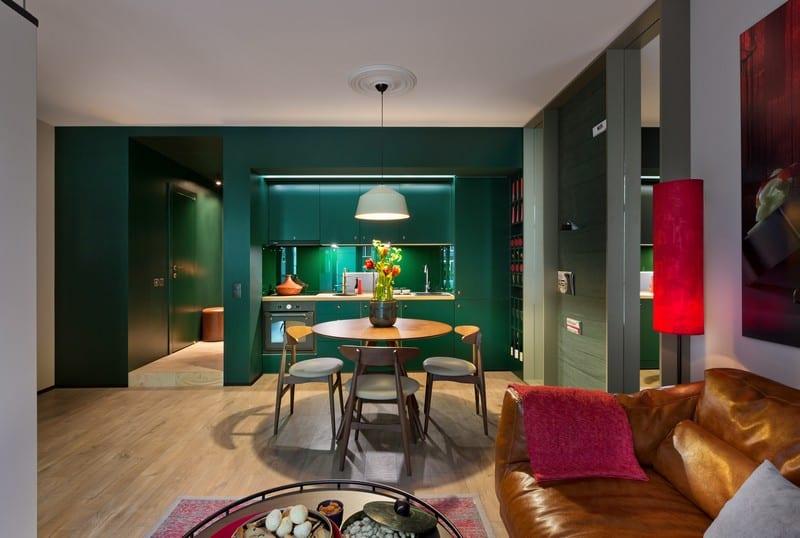 סלון ירוק בדירה באוקראינה