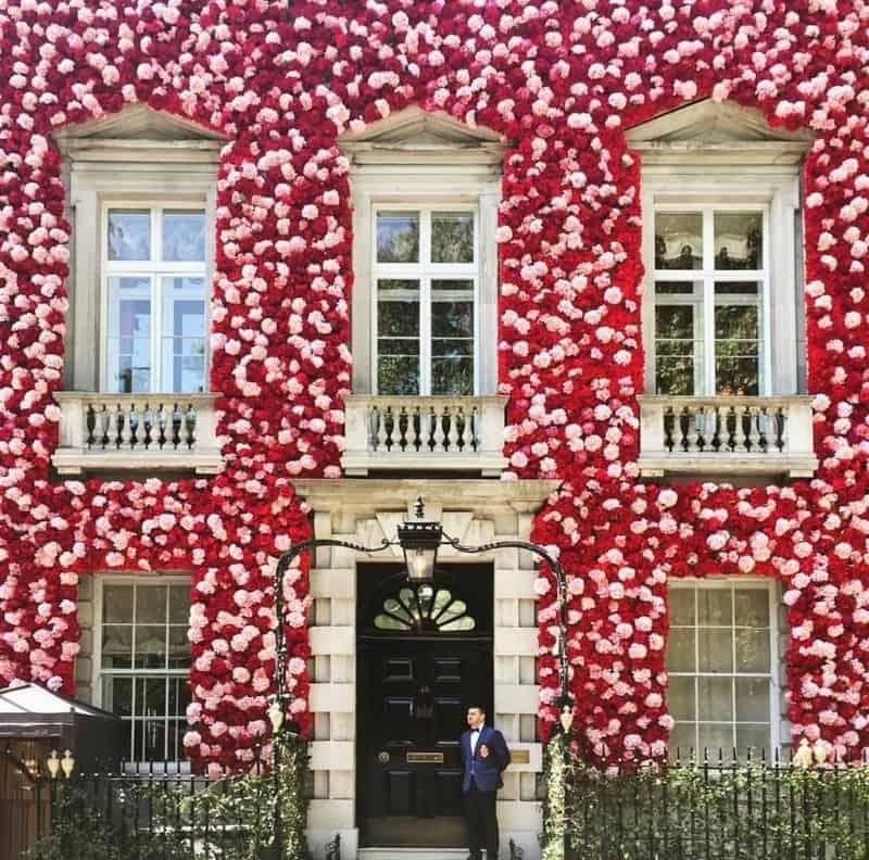 בית מחופה פרחים