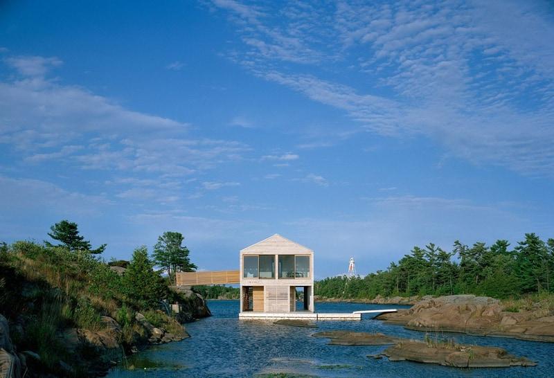 בית על אגם