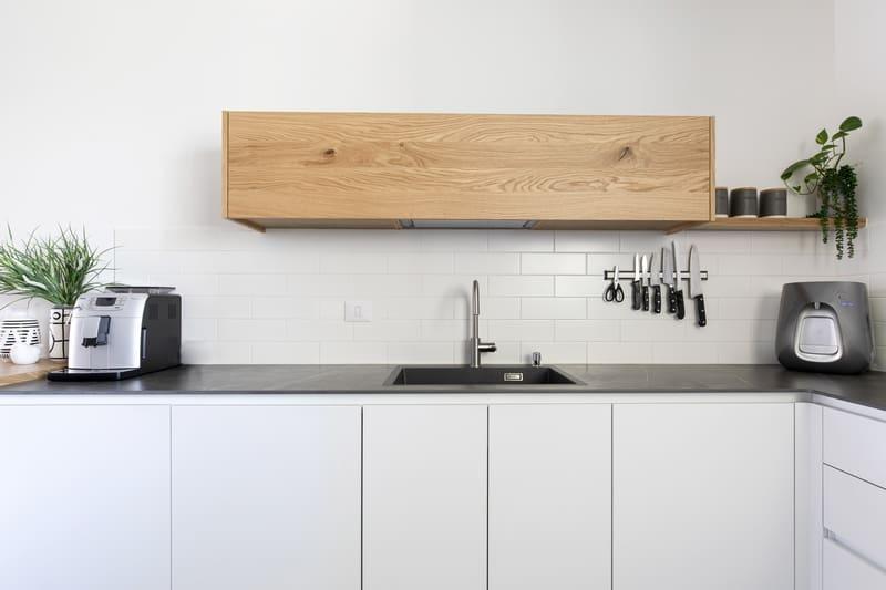 ארון מטבח לבן קלפה מעץ