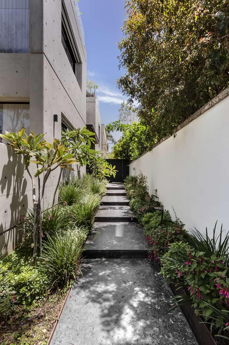 כניסה לבית גינה מדרגות רמפה